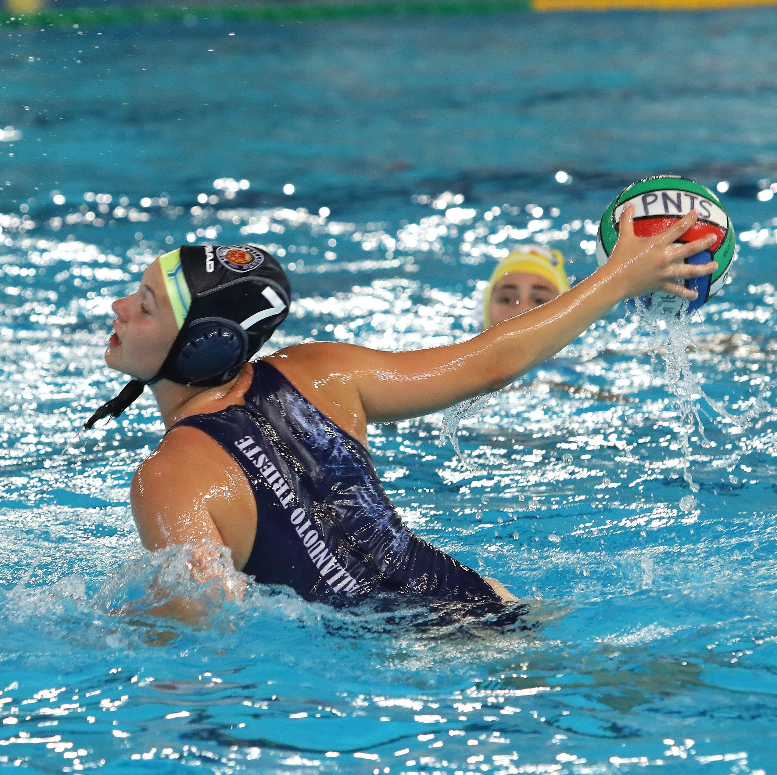Under 17 femminile: finali scudetto, la Pallanuoto Trieste batte l'Orizzonte Catania (7-10) e passa come prima del girone
