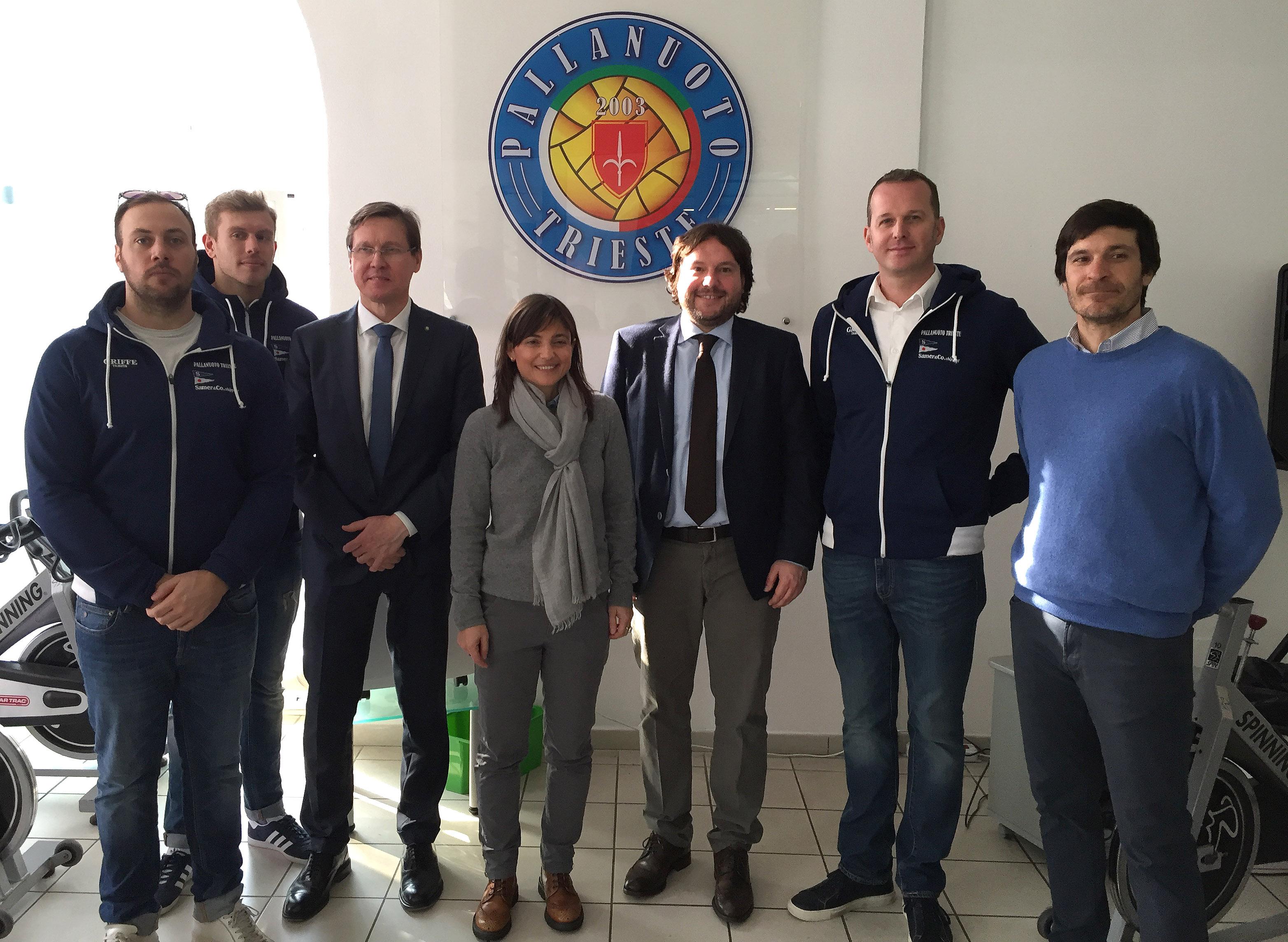 La presidente della Regione Friuli Venezia Giulia Debora Serracchiani in visita alla Piscina di San Giovanni, l'impianto gestito direttamente dalla Pallanuoto Trieste