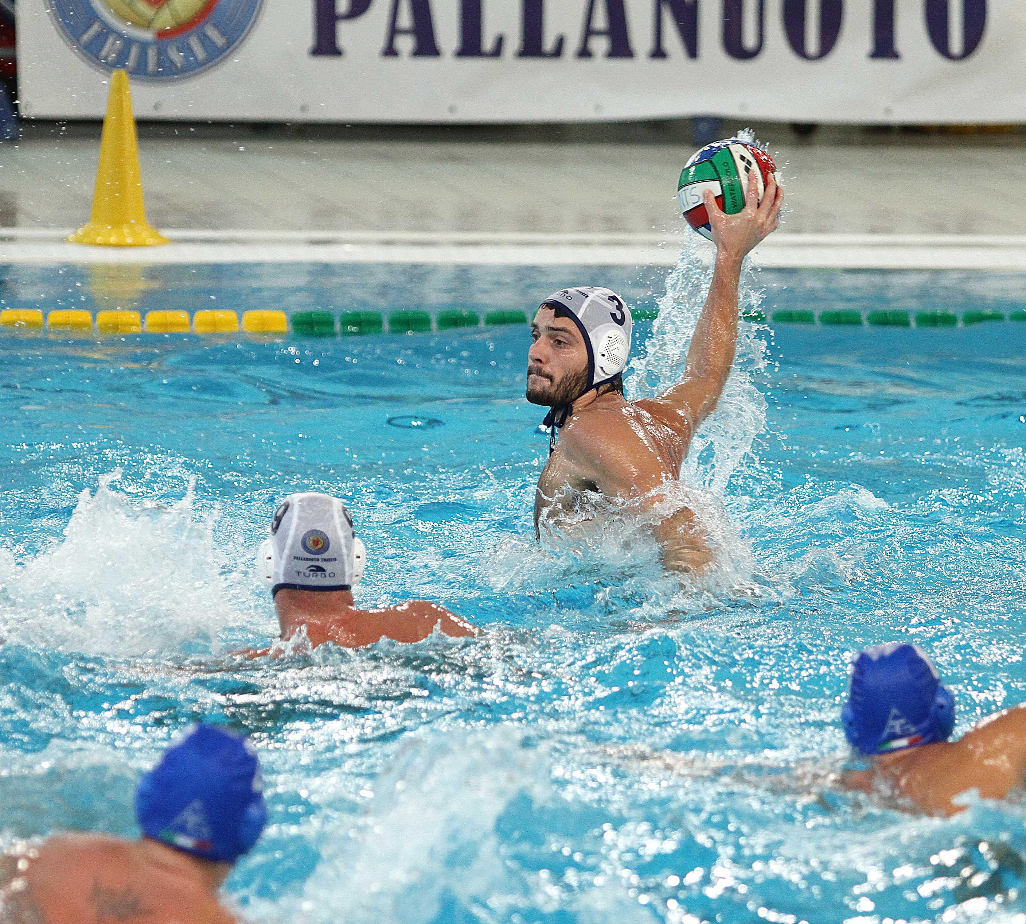 Sabato 31 ottobre (alle 15.00) la Pallanuoto Trieste sarà di scena nella piscina dell'Ortigia Siracusa. E' il primo vero scontro salvezza