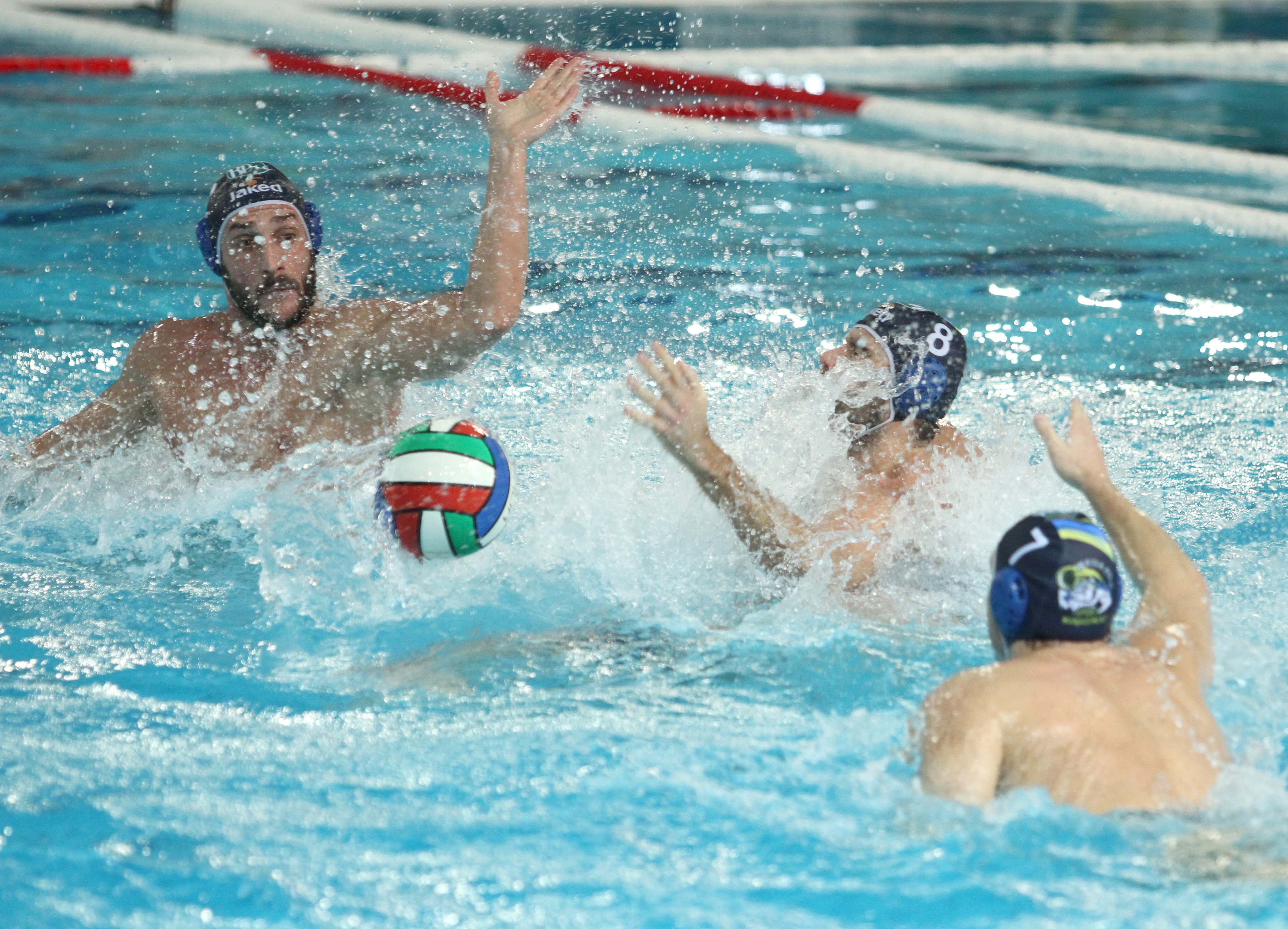 Canottieri e Sport Managament vincono le due semifinali, le aspettano Pro Recco e An Brescia (ore 15.30 e 17.00). Entrambe le sfide in diretta su Rai Sport e Rai Sport HD
